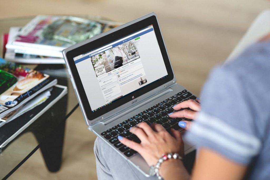 hands-woman-laptop-notebook (2)